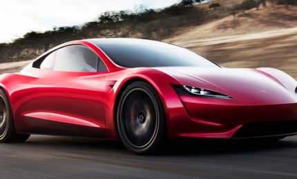 "Tesla presenta a sorpresa la nuova supercar ""Roadster 2"""