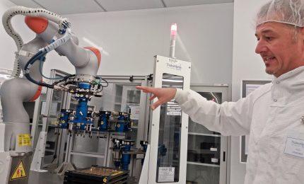 Thales Alenia Space presenta Cratos, il robot collaborativo