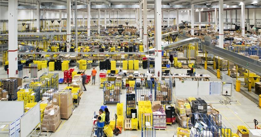 Amazon dovrà assumere 1.300 interinali (esultano i sindacati)