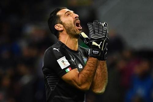 """Il calcio mondiale rende omaggio all'addio di Buffon: """"Leggenda"""""""