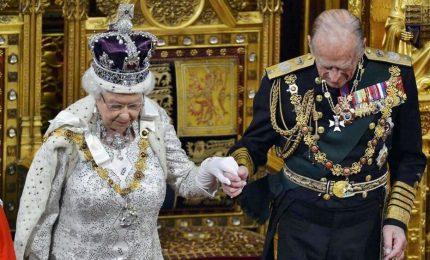 Auguri Elisabetta e Filippo, 70 anni insieme. Le hanno viste tutte: dal nazismo all'uscita  dall'Europa