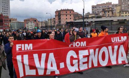 "A Genova 400 operai Ilva in piazza: ""La fabbrica resta occupata"""