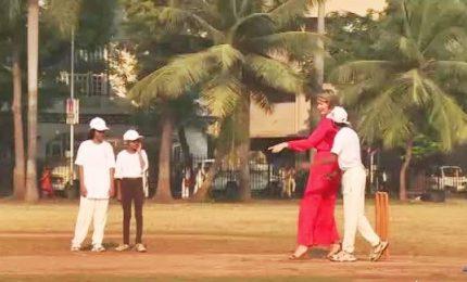 India, la partita a cricket del re e della regina del Belgio
