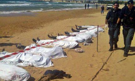 Naufragio di un gommone nel Mediterraneo, recuperati 23 cadaveri