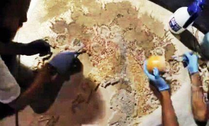 Restauro in time-lapse del pavimento a mosaico in Duomo di Firenze