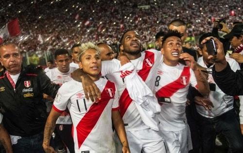 Perù-Nuova Zelanda: tutti i dispetti dei tifosi peruviani, anche i fuochi d'artificio