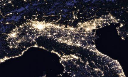 """La Terra sempre più inquinata dalla luce artificiale dei led. La notte rischia di """"scomparire"""""""