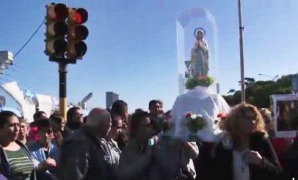 Argentina, processione per i 44 membri del sottomarino