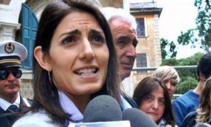 Rifiuti e roghi a Roma, Raggi prepara dossier per la procura