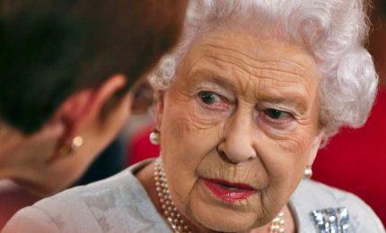 Paradise papers, Elisabetta II nel mirino per investimenti. Milioni di sterline alle isole Cayman