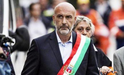 Berlusconi contro Pirozzi. Rifiuti, è scontro Regione-M5s