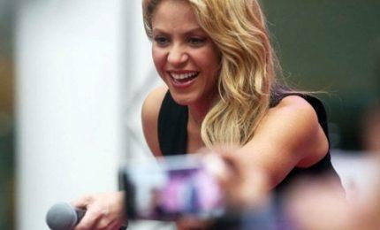 Emorragia alle corde vocali, Shakira posticipa tour europeo e tappa Milano