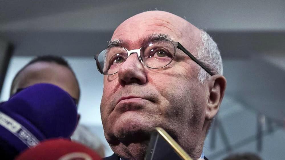 """Carlo Tavecchio si è dimesso dalla Figc era ora. """"Sciacallaggio politico"""". Elezioni entro 90 giorni"""