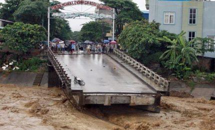 Il tifone Damrey sommerge Vietnam: almeno 49 morti