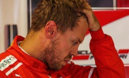 Penalità e polemiche, Vettel primo ma vince Hamilton