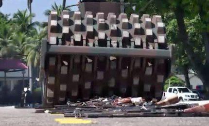 Brasile, bulldozer della Polizia distrugge armi da fuoco