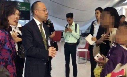 Famiglia dello Zimbabwe bloccata da due mesi in aeroporto di Bangkok. Commossi molti sudditi del regno del sudest asiatico