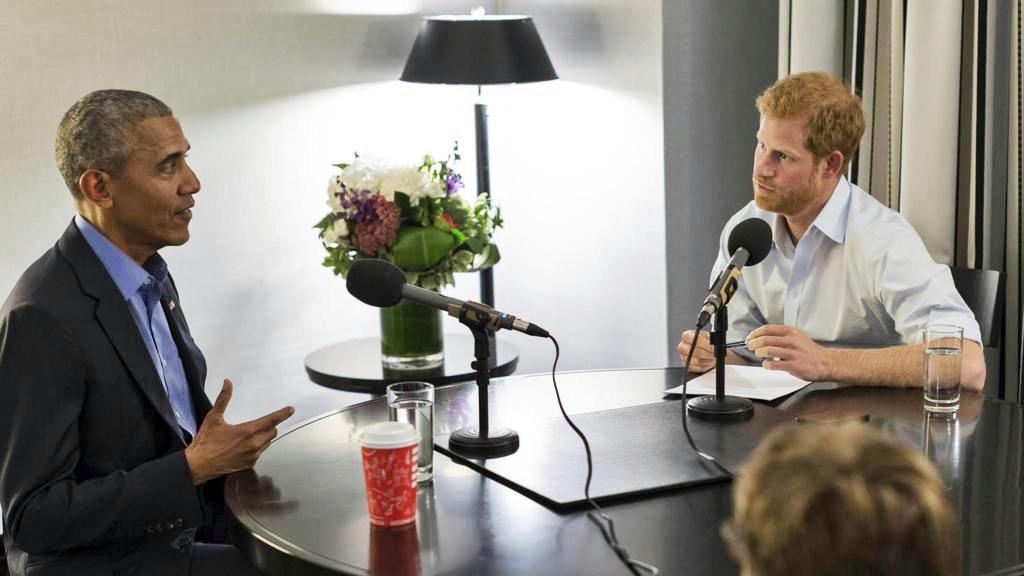 Il principe Harry diventa giornalista Bbc per un giorno e intervista Obama