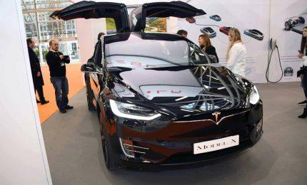 Tesla al Motor Show di Bologna con Model S e X con falcon wings
