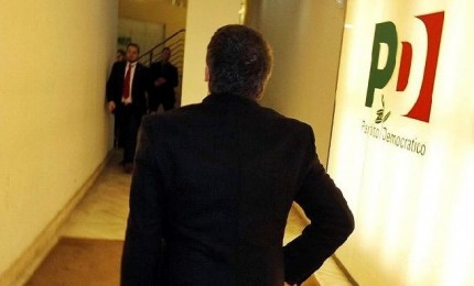 Il Pd litiga pure sui pop-corn, Martina bacchetta Renzi. L'ex premier smentisce
