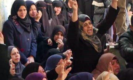 Rabbia e lacrime ai funerali delle vittime palestinesi