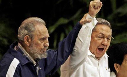 Raul Castro rende omaggio a Fidel un anno dopo le esequie