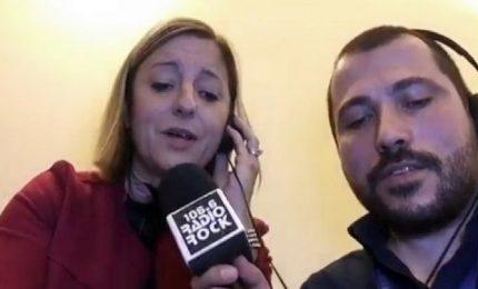 """Roberta Lombardi (M5S) canta """"Non sono una signora"""""""