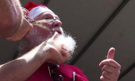 Taglio della barba per i Babbi Natale in Brasile