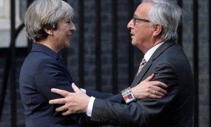 """Brexit, raggiunto l'accordo. May: """"Nessuna frontiera in Irlanda"""". Tusk: """"Ci saranno sfide più difficili"""""""