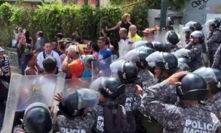 """In Venezuela va in scena la """"protesta del prosciutto"""""""
