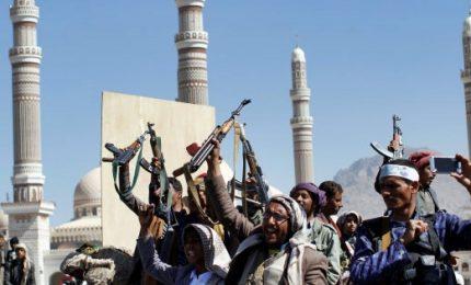 Yemen spara missile contro Riad, Arabia Saudita risponde