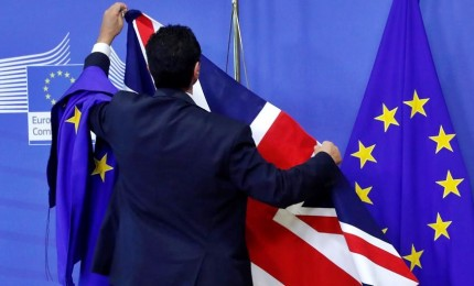 """Piano di Londra, una """"zona di libero scambio"""". Continua pressing di Bruxelles. E la May vacilla"""