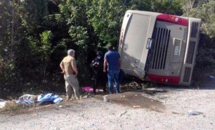 Si ribalta bus turistico, almeno 12 morti. Coinvolti anche italiani