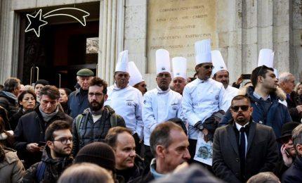 Folla ai funerali di Gualtiero Marchesi, Steve Jobs dei cuochi