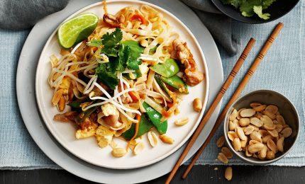 A tavola con il Pad Thai, tofu e gamberetti i protagonisti