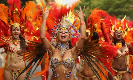 Costa Rica, costumi sexy e balli scatenati per dire addio al 2017