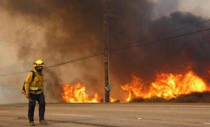 Infuria il fuoco in California, 230mila persone evacuate