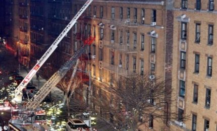 Incendio fa strage a New York, 12 morti nel Bronx
