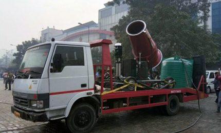 Un cannone spara-pioggia contro l'inquinamento in India
