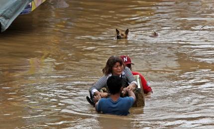 Tempesta nelle Filippine, almeno 200 morti. Un uomo divorato da un coccodrillo