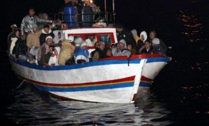 Soccorsi nella notte 255 migranti nel Mediterraneo