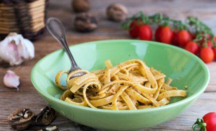 Primi piatti, pasta con pesto di noci. Ecco la ricetta!