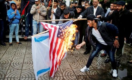 "Gerusalemme, l'""ambasciata"" miete le prime vittime. Trump infiamma il Medio Oriente"
