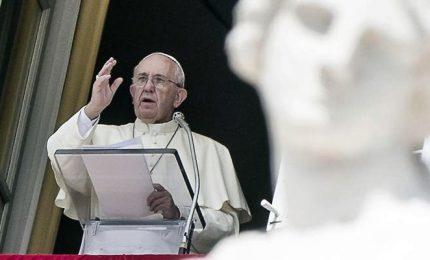 Papa: non proprietari dei figli, dobbiamo educarli a vita degna