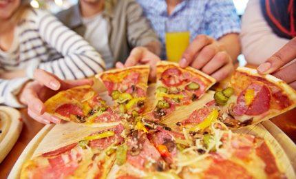 """Festa per il """"bene dell'umanità"""", a Napoli 5300 pizze gratis"""