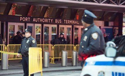 """New York, """"tentato attacco terroristico"""". Quattro feriti, fermato un 27enne. """"Volevo vendicarmi"""""""