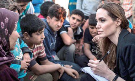 Angelina Jolie tra i rifugiati siriani: basta violenze in Siria