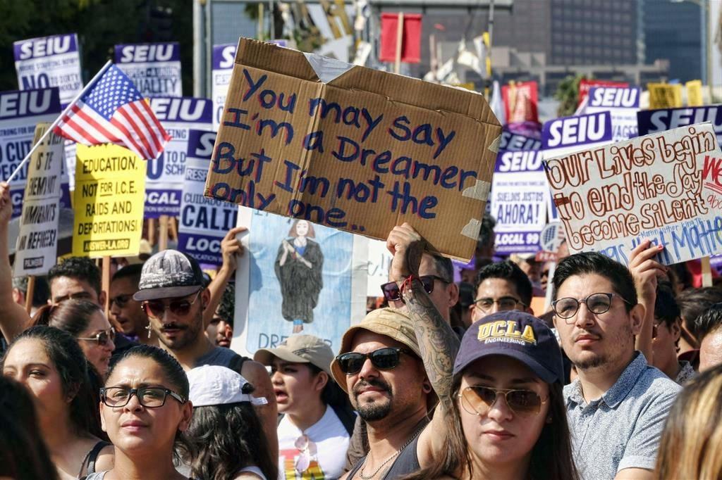 """Trump: regolarizzo 1,8 mln di """"dreamers"""" in cambio 25 mld per Muro"""
