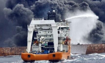 Affonda petroliera nel Mar Cinese, chiazza su oltre 100 km quadrati
