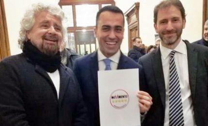 Grillo, Casaleggio e Di Maio depositano simbolo